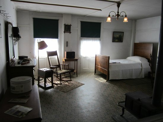 Enfield Shaker Museum: Sleeping Room