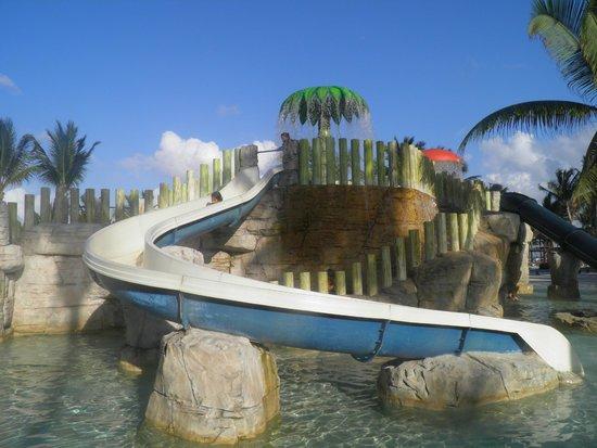 Barcelo Maya Beach: Juegos para niños