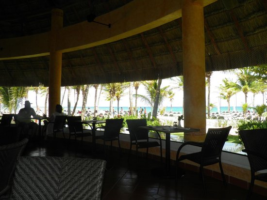 Hotel Barcelo Maya Beach: Restaurante cerquita de la playa