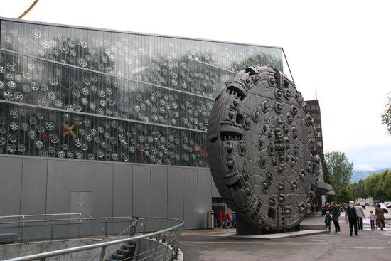 Verkehrshaus der Schweiz: Transport museum entrance