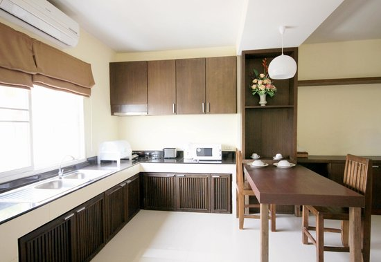 Airport Resident 2: Kitchen area of Deluxe Suite