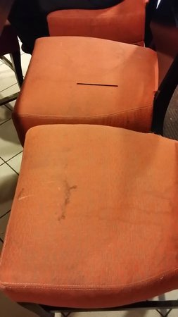 Comfort Inn Times Square South: Stains on seats in the dining room