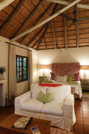 Umngazi River Bungalows & Spa : Honeymoon Suite Cottage Interior