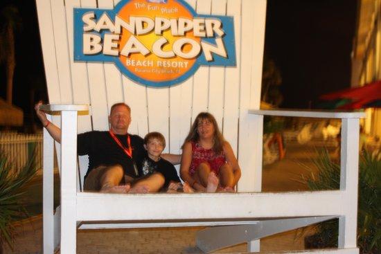 Sandpiper Beacon Beach Resort: enjoying the sun