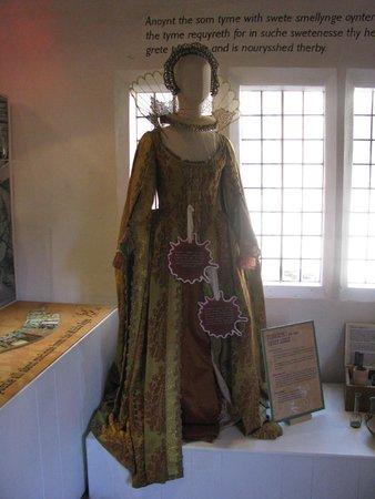 Barley Hall: Elizabeth 1st Costume
