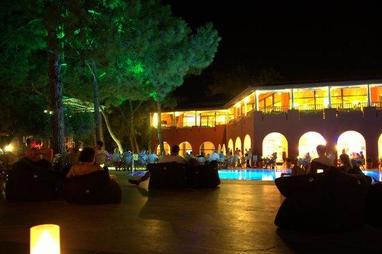 Sensimar Marmaris Imperial : Evening at the pool