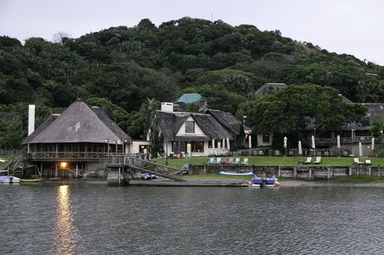 Umngazi River Bungalows & Spa: Lounges, Restaurants and pool