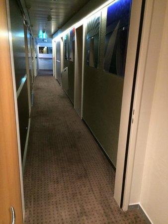 Design Hotel F6 : 4th floor hallway