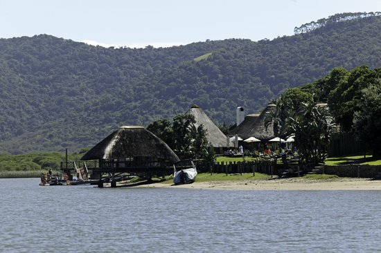 Umngazi River Bungalows & Spa: Hotel from River