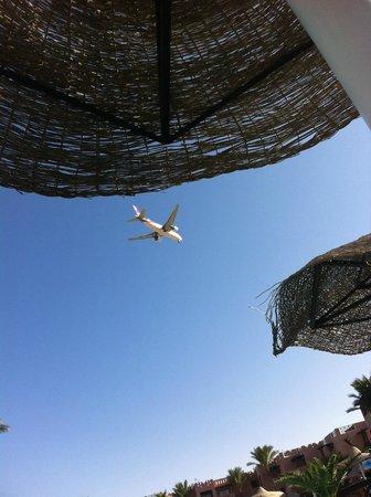 Rehana Sharm Resort: Самолеты над головой)))