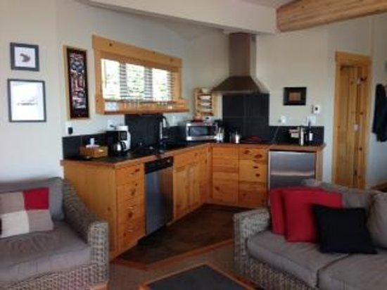 Boatyard Inn: Galley kitchen, Driftwood 12