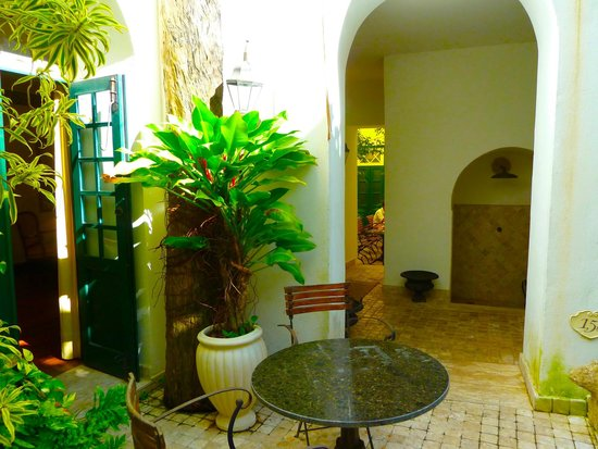 Villa Bahia : Quaint outside courtyard