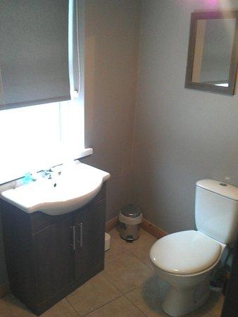 Titanic Apartments: Bathroom