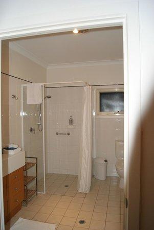 Seascape Lodge on Emu Bay : Bathroom