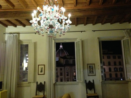 Soggiorno Antica Torre: The gold room has three large windows that open up with amazing views of the city