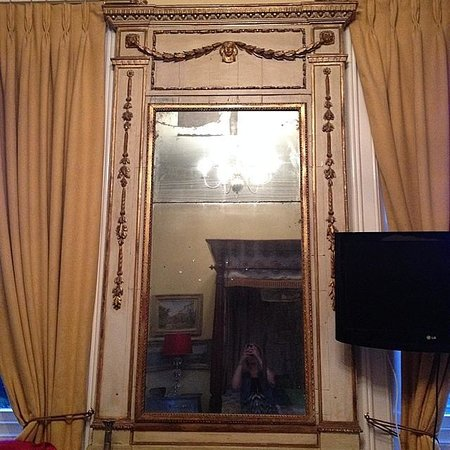Anstey Hall: mirror in the bedroom