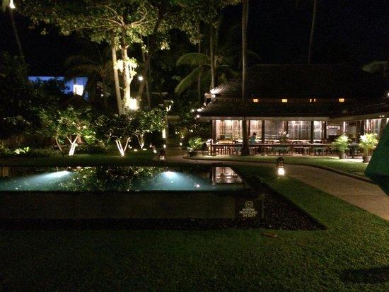 Buri Rasa Village Samui : Piscine et hôtel