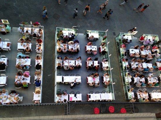 Soggiorno Antica Torre: Restaurants directly below our window