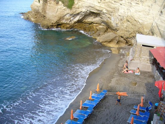 Cava Grado Beach : view from the top of the steps