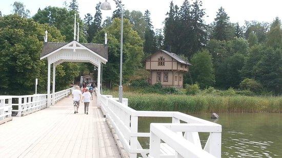 Musée de plein air de Seurasaari : Entrance of the island via a small bridge