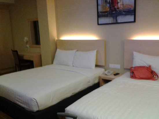 Metro Hotel KL Sentral : room for 3