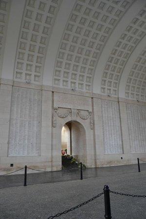 Menin Gate Memorial: Внутри Менненских ворот