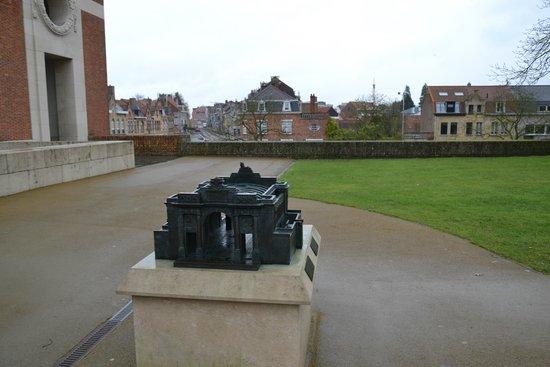 Menin Gate Memorial: Макет мемориала