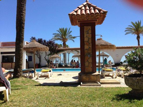 Gran Hotel Europe Comarruga: Zicht op zwembad