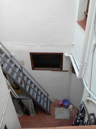 Hotel Maria Rosa : Vue sur cours intérieure depuis notre chambre...