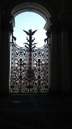 Place du Palais (Dvortsovaya Ploshchad): Ограда Зимнего дворца