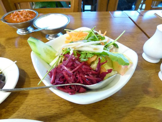 Kosk Ocakbasi Grill: Lovely fresh salad