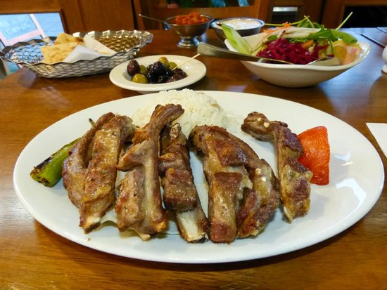 Kosk Ocakbasi Grill: Lamb ribs, rice and sald with free starters - olives, bread and sauces