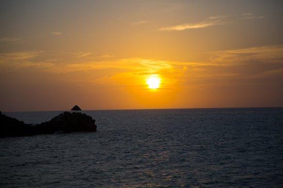 Paya Bay Resort: Sunset