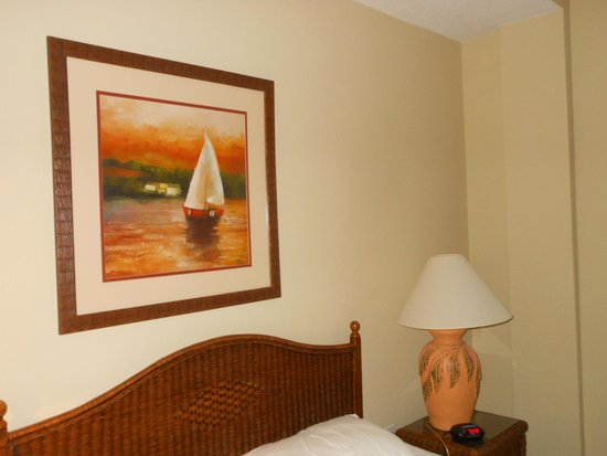 Madeira Bay Resort: Master bedroom was a good size, coud use a curtain on the window to block the morning sun,
