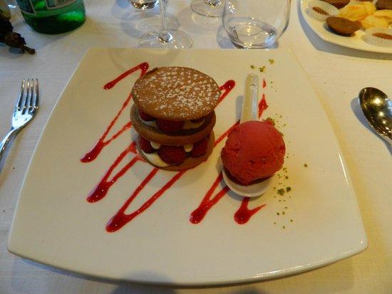 Hostellerie de la Tour d'Auxois: Dessert