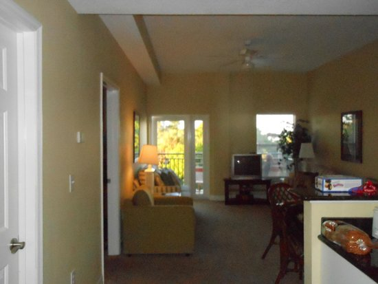 Madeira Bay Resort: Living room, nothing fancy, but clean and comfortable