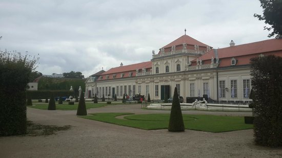 Belvedere Palace Museum : Building at the lower end of the garden