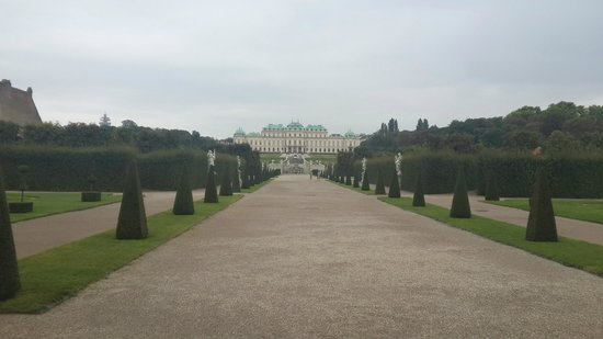 Belvedere Palace Museum : Castle view from down up