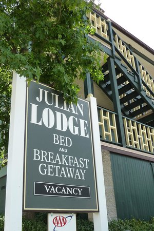 Julian Lodge: Welcome sign