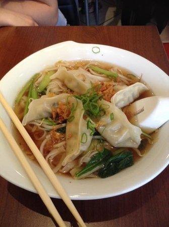 Asia Food ICHI : Chinesische Maultaschen mit Reisnudeln