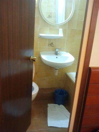 Hotel Toledano and Hostal R. Capitol: entrata lavello