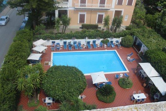 Villa Garden Hotel: la piscine