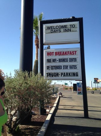 Days Inn Eloy: hot breafast joke... bad wifi