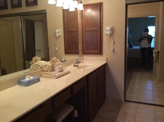 Thousand Hills Resort and Golf Club: bathroom in master bedroom( vanity area)
