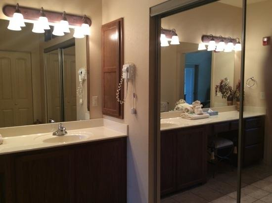 Thousand Hills Resort and Golf Club: cabinet in bathroom in master bedroom