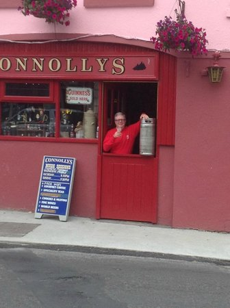 Kinvara Guesthouse: Enjoying a pint
