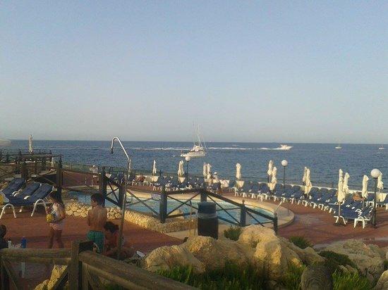 Radisson Blu Resort, Malta St Julian's: Aan het zwembad