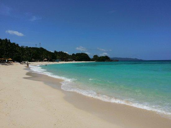 Shangri-La's Boracay Resort & Spa : Resort's private beach