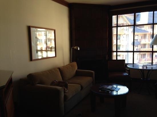 Four Seasons Resort and Residences Whistler : living area
