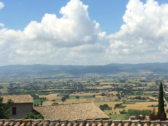 Anne's Italy: View as we are walking through Assisi